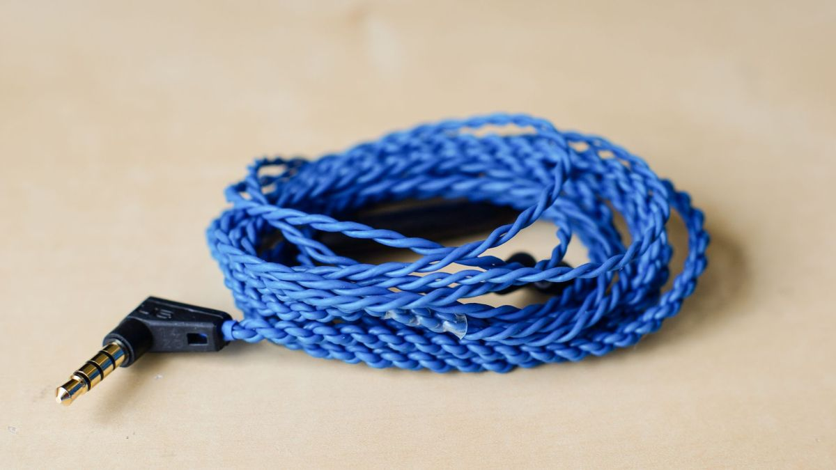 Logitech UE900 Cable - The best value MMCX Cable?