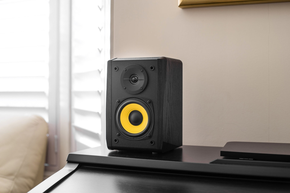 edifier r1010bt review small fry big sound everyday listening. Black Bedroom Furniture Sets. Home Design Ideas